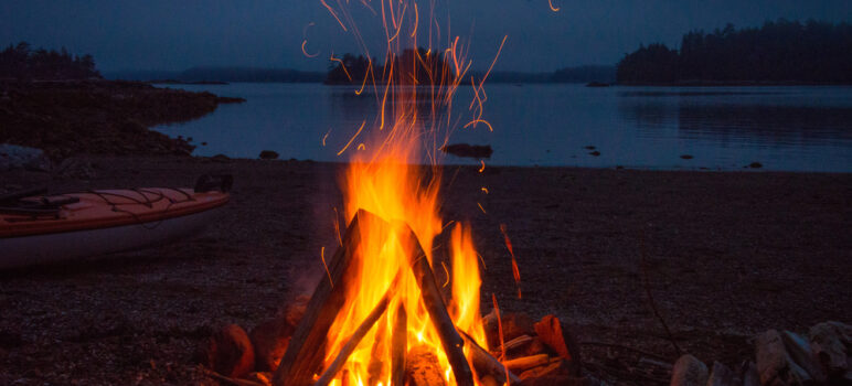 How to Start a Campfire – Beginners Guide